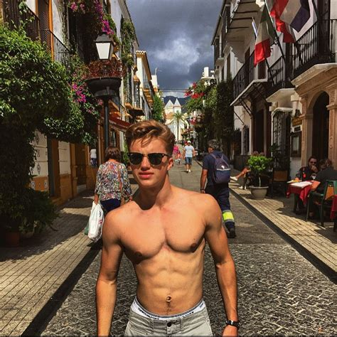 The Stars Come Out To Play: George Sear - New Shirtless
