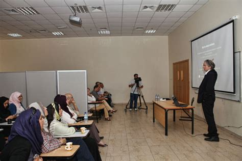 Eminent Architect Tom Wiscombe Lectures at Ajman University